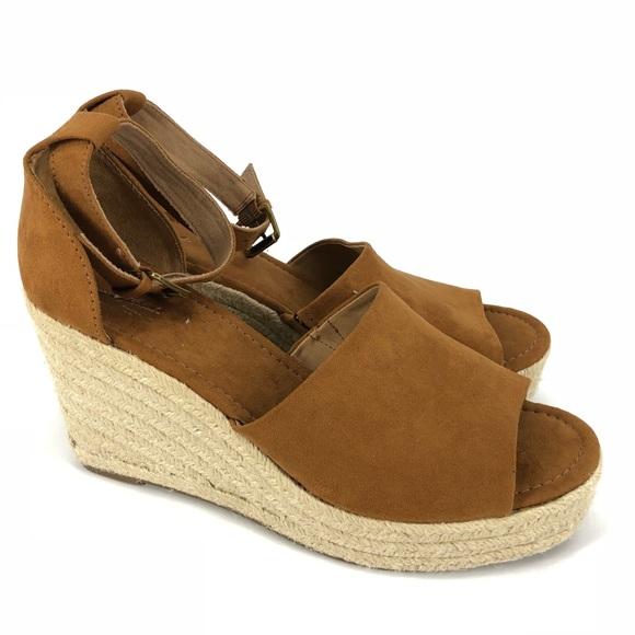 941425afdf48 Universal Threads Espadrille Wedge Sandals. M 5bcd5ad45c4452210c27f4f5